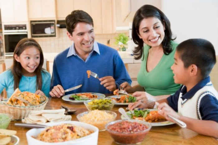 Family dinner e1416291124681 Strengthen Your Family Dinner & Devotions