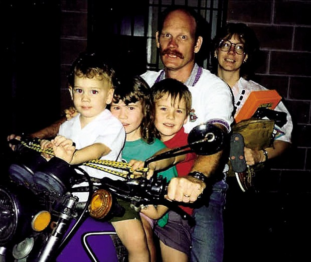 Garcia_and_Martin_with_their_children
